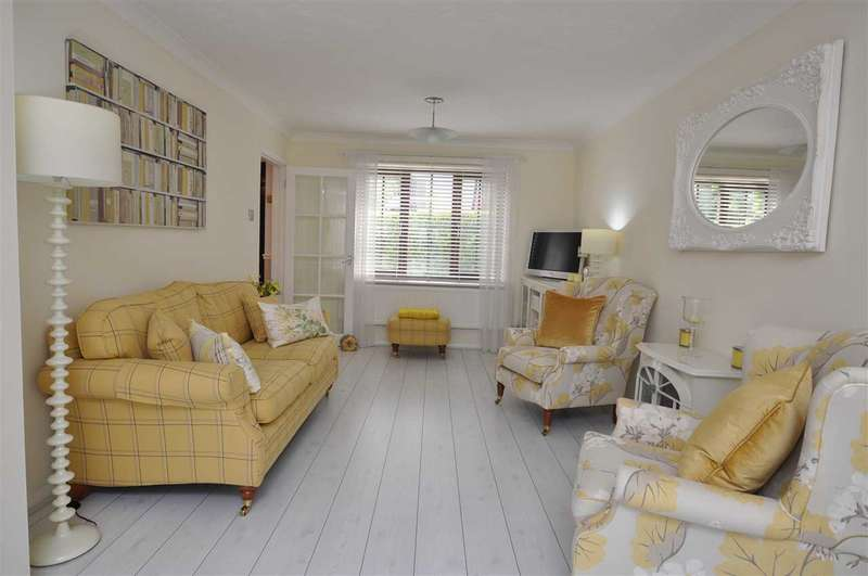 3 Bedrooms Terraced House for sale in Lichfield Close, Chelmsford