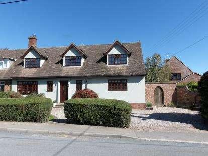 4 Bedrooms Semi Detached House for sale in Ramsden Heath, Billericay, Essex