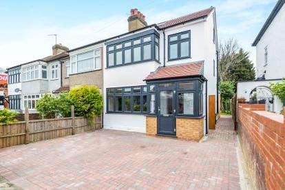 4 Bedrooms End Of Terrace House for sale in Romford, Essex, Greater London