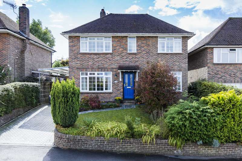 4 Bedrooms Detached House for sale in Hillcrest, Southborough