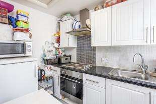 2 Bedrooms Flat for sale in High Street, Thornton Heath