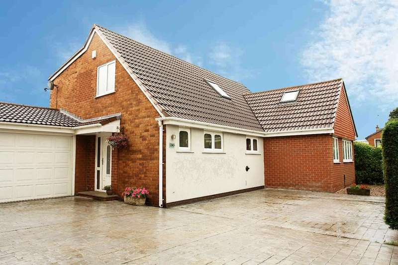 4 Bedrooms Detached House for sale in 241 The Orchards, Rochdale Road, Shaw