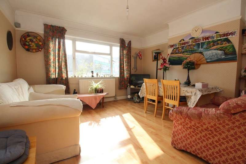 3 Bedrooms Flat for rent in London Road, Cheam, Sutton, SM3