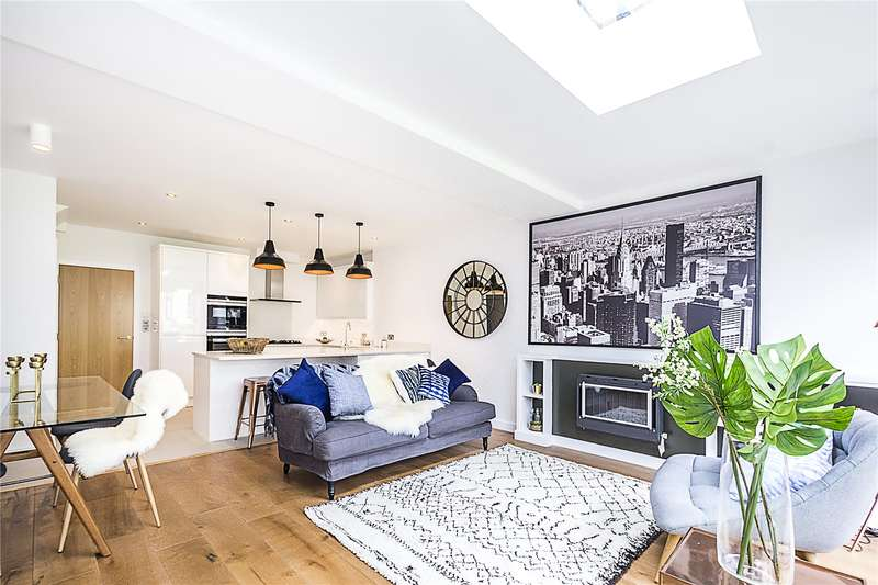 4 Bedrooms Terraced House for sale in Hutton Mews, London, SW15