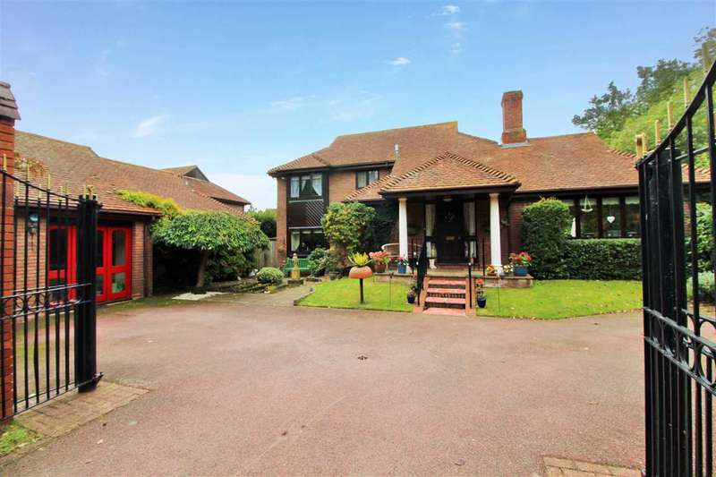 5 Bedrooms Detached House for sale in Eastwood Drive, Highwoods, Colchester