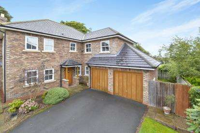4 Bedrooms Detached House for sale in Old Rectory Gardens, Yarm, Stockton On Tees
