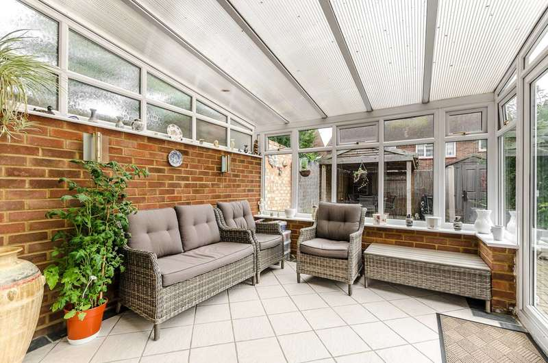 3 Bedrooms House for sale in Oxford Way, Feltham, TW13
