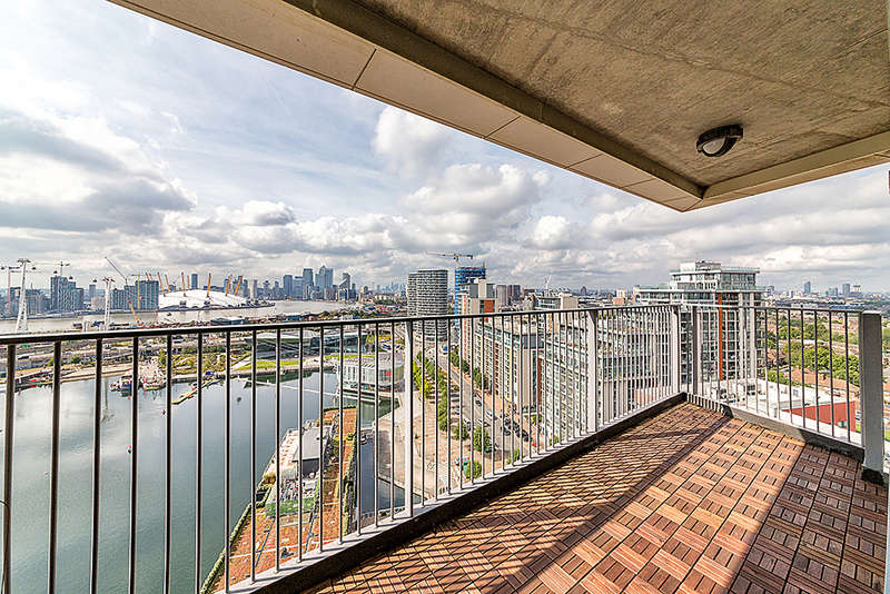 3 Bedrooms Apartment Flat for sale in Coral Apartments, Western Gateway, Royal Victoria Dock, E16