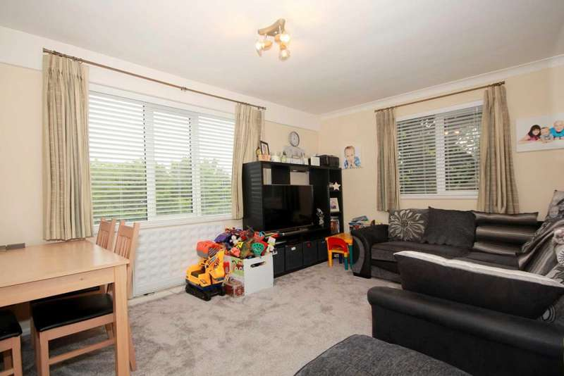 2 Bedrooms Apartment Flat for sale in SPACIOUS 2 BED WITH SEPARATE KITCHEN NEAR TOWN AND views over GADEBRIDGE PARK, HP1
