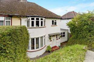 3 Bedrooms Semi Detached House for sale in Stafford Road, Caterham, Surrey