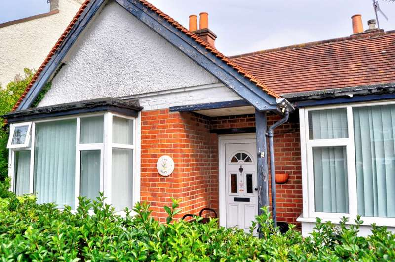 3 Bedrooms Detached Bungalow for sale in Newtown Road, Marlow