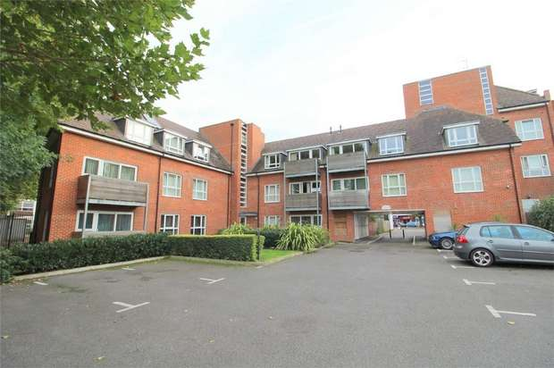 2 Bedrooms Flat for sale in Church Road, Ashford, Middlesex