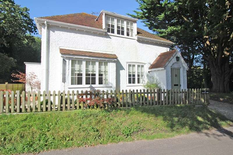 2 Bedrooms Detached House for sale in Sharvells Road, Milford On Sea, Lymington