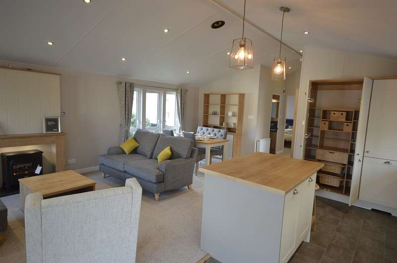 2 Bedrooms Park Home Mobile Home for sale in Coghurst Hall Holiday Park, Hastings, East Sussex. TN35 4NP