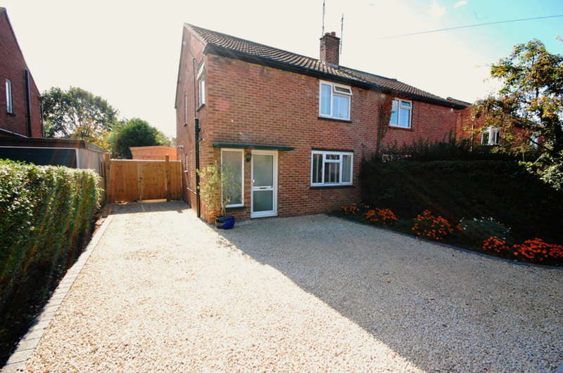 3 Bedrooms Semi Detached House for sale in Pines Road, Chelmsford, CM1