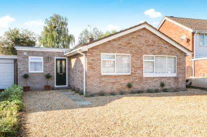 3 Bedrooms Bungalow for sale in Meadowfield Road, Westminster Park, Chester, Cheshire, CH4