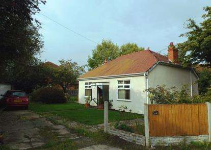 2 Bedrooms Bungalow for sale in Avondale Drive, Denbighshire, Uk, LL18