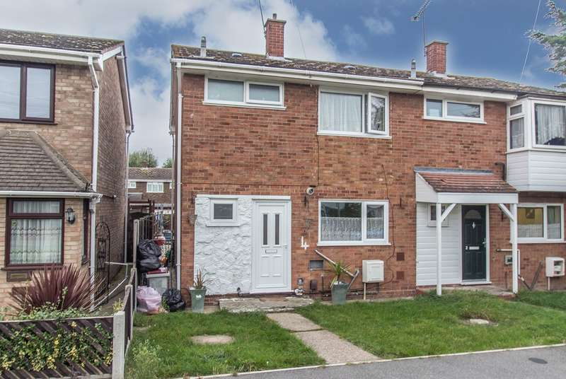 3 Bedrooms Semi Detached House for sale in Greenways, Canvey Island, SS8