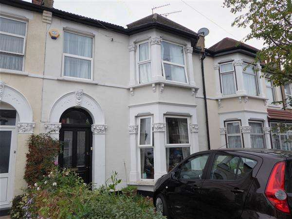 4 Bedrooms Terraced House for sale in St Albans Road, Ilford