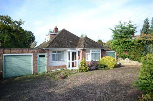 3 Bedrooms Detached Bungalow for sale in The Horse Close, Emmer Green, Reading
