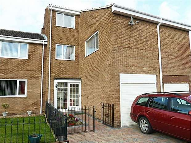 4 Bedrooms Terraced House for sale in Haggerston Court, Newcastle upon Tyne, Tyne and Wear
