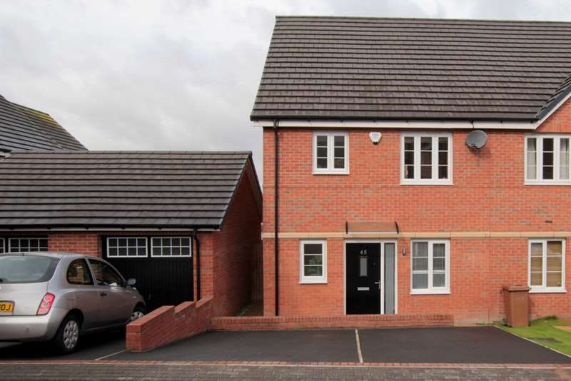 3 Bedrooms Town House for sale in Bluebell Avenue, Garforth, West Yorkshire, LS25