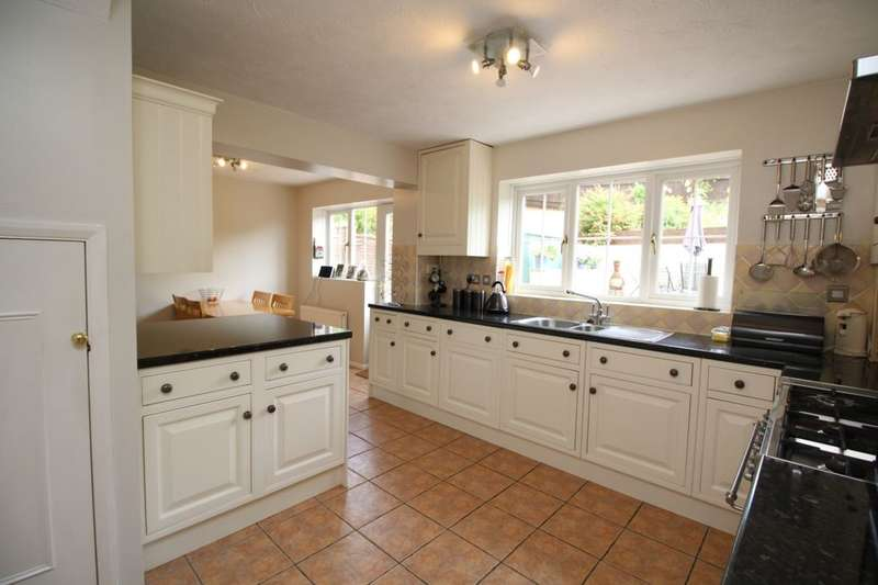 4 Bedrooms Detached House for sale in Valley Park Drive, Clanfield, Waterlooville, PO8