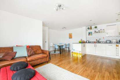 3 Bedrooms Flat for sale in Azzura House, 8 Homesdale Road, Bromley