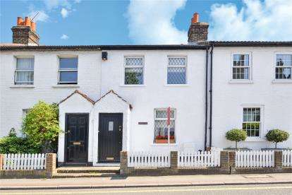 2 Bedrooms Terraced House for sale in Park Road, Chislehurst