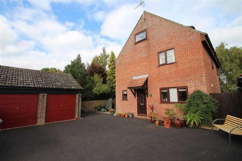 5 Bedrooms Detached House for sale in Westland, Martlesham Heath, Ipswich