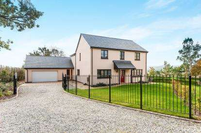 4 Bedrooms Detached House for sale in North Tawton, Okehampton, Devon