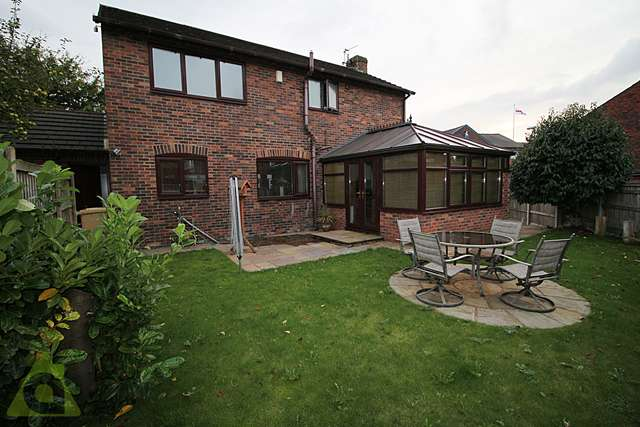 3 Bedrooms Detached House for sale in Barn Hill, Westhoughton BL5
