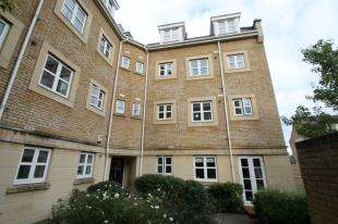 2 Bedrooms Flat for sale in Sandpiper Close, Greenhithe, Kent