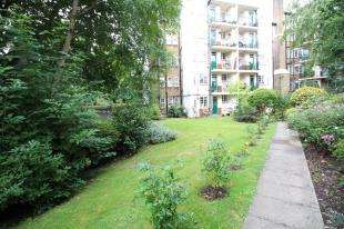 2 Bedrooms Flat for sale in Grasmere Court, 63 Westwood Hill, London