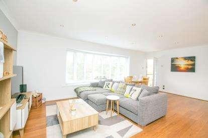 2 Bedrooms Flat for sale in Lynton Court, Lynton Lane, Alderley Edge, Cheshire