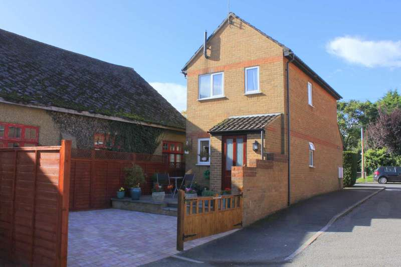 2 Bedrooms Detached House for sale in 2 DOUBLE BEDROOM DETACHED in Kings Langley CLOSE TO STATION with PARKING