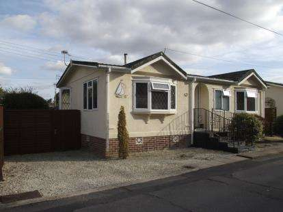 2 Bedrooms Bungalow for sale in Bourne Lane, Woodlands, Southampton