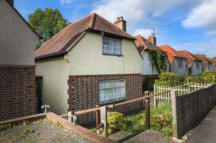 2 Bedrooms Detached House for sale in Downsway, Whyteleafe, Surrey