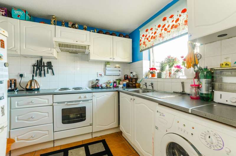 2 Bedrooms Flat for sale in Meads Court, Stratford, E15