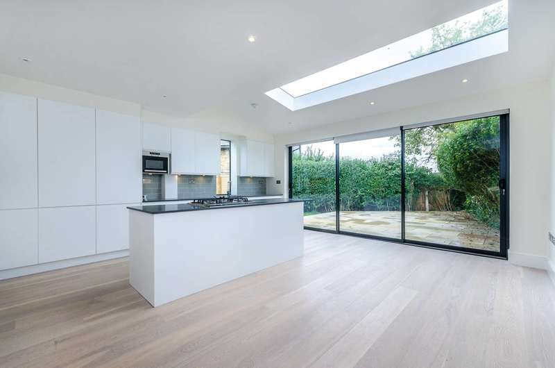3 Bedrooms House for sale in Athenlay Road, Nunhead, SE15
