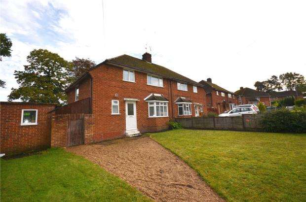 3 Bedrooms Semi Detached House for sale in Elizabeth Drive, Church Crookham, Fleet