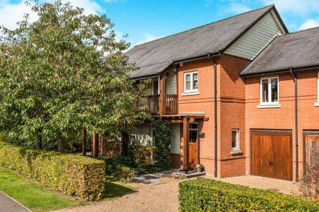 4 Bedrooms Terraced House for sale in Guildford, Surrey