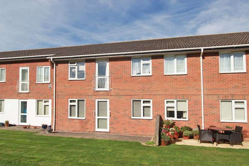 2 Bedrooms Flat for sale in Sopwith Close, Mudeford, Christchurch
