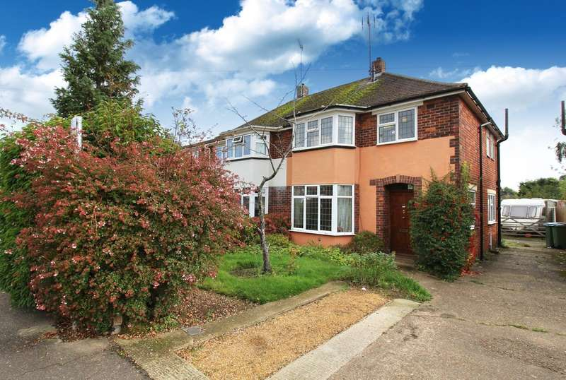 3 Bedrooms Semi Detached House for sale in Farm Avenue, Horsham
