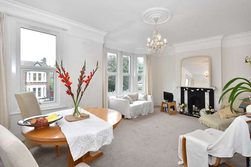 2 Bedrooms Flat for sale in Bradley Gardens, Ealing