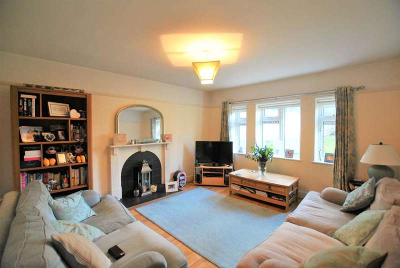 2 Bedrooms Flat for sale in Broome Court, Sandycombe Road