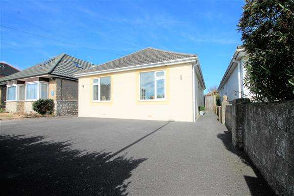 3 Bedrooms Bungalow for sale in Rosemary Road, Poole