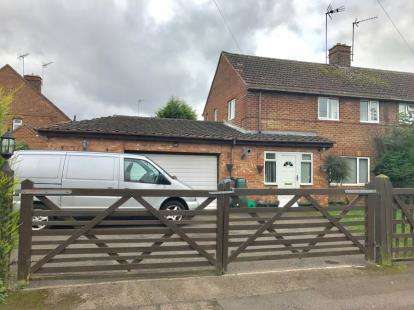3 Bedrooms Semi Detached House for sale in Lovett Road, Byfield, Daventry, Northamptonshire
