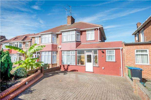 4 Bedrooms Semi Detached House for sale in Holyrood Gardens, EDGWARE, Greater London, HA8 5LR
