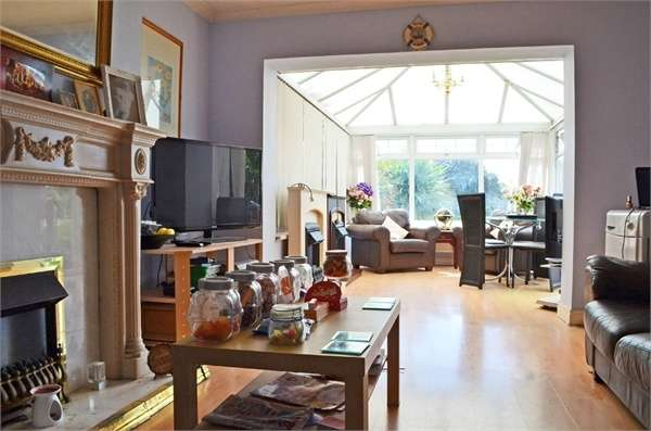 4 Bedrooms Semi Detached House for sale in Seys Close, Cowbridge, South Glamorgan